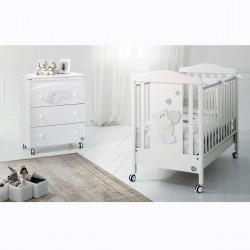 Бебешко креватче,скрин с вана и повивалник и спален комплект